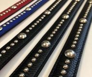 5 octobre 2020 - Des ceintures cloutées pour le défilé de Prune Goldschmidt.